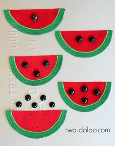 A colorful felt magnetic counting set for little hands! Targets fine motor, one-to-one correspondence, and number recognition with fun watermelon shapes.