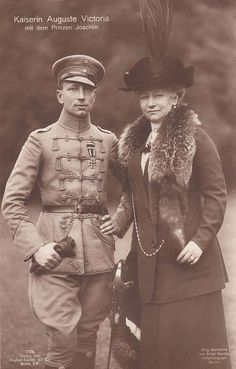 Empress Victoria-Augusta of Prussia with her son Prince Joachim Queen Victoria Albert, Queen Victoria Family, Princess Victoria, Wilhelm Ii, Kaiser Wilhelm, German Royal Family, Germany And Prussia, Royal Photography, Royal Families Of Europe
