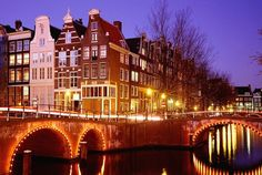 Один из великих городов Европы,Амстердам ежегодно притягивает миллионы туристов.(Много фото).