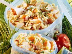 Découvrez la recette Salade de pâtes au surimi sur cuisineactuelle.fr.