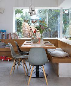 Voorbeeld mooie keukentafel met bank, bank laten doorlopen aan 1 kant, speelplek!