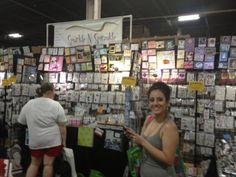 Aw, she looks so happy! Twitter / swtdreamz03: @GriBlanco @scrapbookexpo Scrapbook Expo, Craft Ideas, Twitter, Happy, Crafts, Manualidades, Ser Feliz, Handmade Crafts, Craft