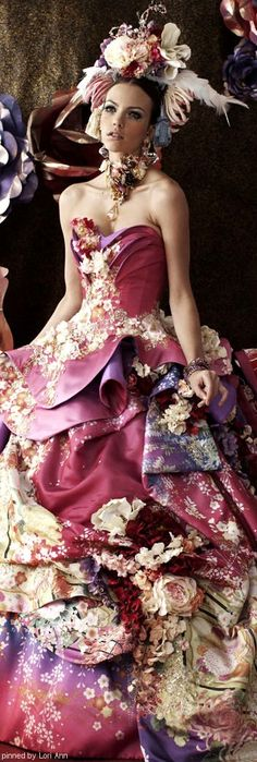A scrapbook threw up on her dress Stella de Libero wedding dresses Mode Costume, Fairytale Dress, Fantasy Gowns, Looks Style, Mode Inspiration, Beautiful Gowns, Pretty Dresses, Crazy Dresses, Awesome Dresses