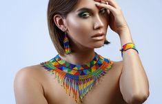 Conjunto de joyería Boho geométrica joyería con cuentas | Etsy Boho Jewelry, Beaded Jewelry, Beaded Necklace, Native American Beading, Native American Fashion, Moda Tribal, Beading Techniques, Triangle Pattern, Model Photos