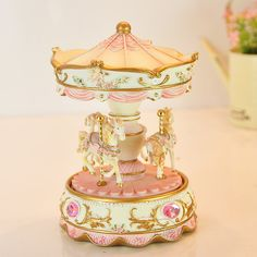 Magnifique carrousel Musical rose  très bien par LavendersPicks