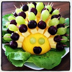 New and fun fruit treat ideas - Food Carving Ideas 80s Party Foods, Party Finger Foods, Snacks Für Party, 90s Party, Hedgehog Birthday, Baby Hedgehog, Food Carving, Party Buffet, Food Decoration
