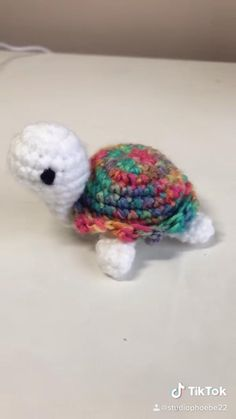 Kawaii Crochet, Cute Crochet, Crochet Crafts, Yarn Crafts, Easy Crochet, Knit Crochet, Crochet Patterns Amigurumi, Crochet Dolls, Crochet Turtle Pattern