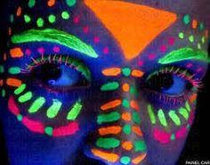 Resultado de imagem para maquiagens com tinta neon Neon Painting, Light Painting, Body Painting, Tribal Makeup, Blue Makeup, Maquillage Phosphorescent, Tinta Neon, Neon Face Paint, Glitter Unicorn