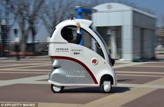 Hitachi has unveiled its Ropits single passenger robot car, which looks like a Fisher Price Cozy Coupe for adults and does the driving all on its own. Toy Art, Strange Cars, Weird Cars, New Inventions, Futuristic Cars, Self Driving, Small Cars, Science And Technology, Minis