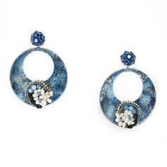 Pendientes de flamenca. Aro pintado a mano y marmorizado con adornos de perlas de río y ágatas.