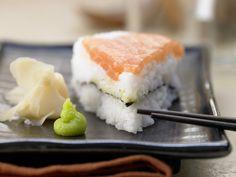 Eine Torte aus Sushi? Warum nicht! Sushi-Torte - mit Lachs und Nori-Algen - smarter - Kalorien: 332 Kcal - Zeit: 15 Min. | eatsmarter.de