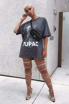 big tshirt outfit oversized tee with heels Hipster Outfits, Baddie Outfits For School, Casual Winter Outfits, Outfit Winter, Big Shirt Outfits, Blusas Oversized, Oversized Tee, Tupac T Shirt, Oversize Mantel