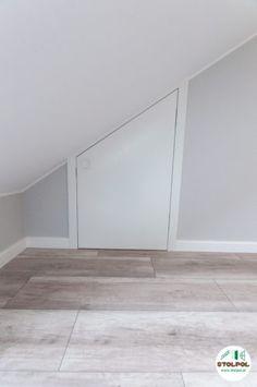 Drzwi bezprzylgowe z zamkiem rolkowym, z dopasowanym skosem do dachu. Mirror, Furniture, Home Decor, Decoration Home, Room Decor, Mirrors, Home Furnishings, Home Interior Design, Home Decoration