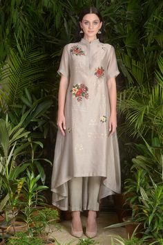 Buy Asymmetric embroidered kurta with pants by Sahil Kochhar at Aza Fashions Dress Neck Designs, Designs For Dresses, Dress Indian Style, Indian Dresses, Pakistani Outfits, Indian Outfits, Trajes Pakistani, Kurta With Pants, Hippy Chic