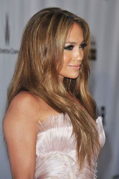 Jennifer Lopez: This hair color is pretty!!