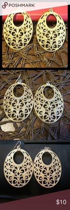 Gorgeous Gold earrings w/ accents! You will love these earrings. Very light weight so you can wear for long periods of time. Jewelry Earrings