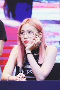 itzy ryujin at a fansign ©️logo Kpop Girl Groups, Korean Girl Groups, Kpop Girls, Korean Princess, Loona Kim Lip, Fandom, Girls With Glasses, New Girl, South Korean Girls