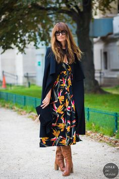 Caroline de Maigret just shared one of her best style tips. Street Chic, Street Style 2016, Spring Street Style, Fashion Week Paris, French Outfit, French Girl Style, French Girls, Street Looks, Look Boho