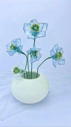 Diy Bottle, Bottle Crafts, Diy Collage, Plastic Spoon Crafts, Plastic Bottle Flowers, Diy Crafts For Home Decor, Diy Origami, Flower Template, Creative Decor