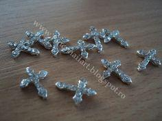 Cruciulite metalice argintii cu strasuri 8x11mm  Pret:1 leu/ buc  www.fancynailart.blogspot.ro