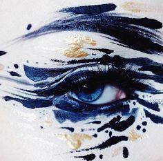 Abstrakt-künstlerisches Make-up https://www.langweiledich.net/abstrakt-kuenstlerisches-make-up/
