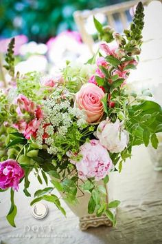 Dove Wedding Photography - Floral wedding decor, pale pink flower with greenery   doveweddingphotography.com