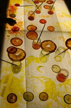 Fruit Light board Activity at Little Wonders School, a school that teaches by the Reggio Emilia Approach. Sensory Lights, Panel Led, Light Board, Theme Nature, Sensory Table, Preschool Art, Reggio Emilia Preschool, Kids Lighting, Art Activities