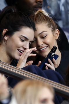 Kendall Jenner Gigi Hadid Same Hairstyles - Kendall Jenner Gigi Hadid Twinning | Teen Vogue