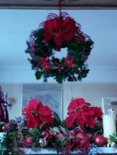 Natural Christmas arrangement in red