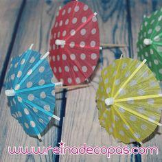 Paraguas de papel para adornar cockteles y bebidas. Decora con buen gusto tus mesas con estas preciosas sombrillas de papel. http://www.reinadecopas.com/es/pinchos-y-adornos/354-sombrillas-de-papel-de-lunares.html