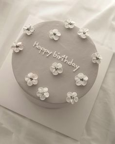 New Happy Birthday Design Cake Ideas Pretty Birthday Cakes, Pretty Cakes, Beautiful Cakes, Cake Birthday, Happy Birthday, Elegant Birthday Cakes, 25th Birthday, Amazing Cakes, Birthday Ideas