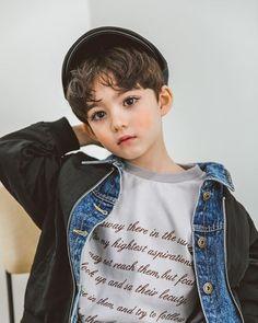 28 Ideas for children fashion photography child models - Motherhood & Child Photos Cute Boy Pic, Cute Little Boys, Cute Baby Boy, Cute Boys, Baby Baby, Cute Asian Babies, Korean Babies, Asian Kids, Cute Babies