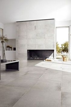 modern flooring Minimalist living area with gray ceramic floor tiles and modern fireplace Ceramic Wood Tile Floor, Concrete Look Tile, Porcelain Tiles, Porcelain Tile Flooring, Cement Tiles, Stained Concrete, Ceramic Art, Küchen Design, Tile Design