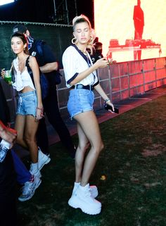 Hailey Bieber do festival Hipster Outfits, Fashion Outfits, Celebrity Style Inspiration, Body Inspiration, Celeb Style, Hailey Baldwin Style, Beauty And The Beat, Cute Art Styles, Model Outfits