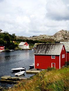 Sorta Island - Life Abundant Blog, Bergen Blog, Bergen Norway, Best places to visit in Bergen, Best places to travel in Norway, Traveling Bergen Norway, red house