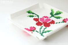 DIY Hama/perler beads tray with free rose template from Crafts Unleashed. Costumizable: you can do this with any pattern you like.
