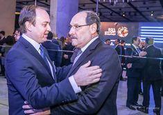 O presidente da @advb_rs @marianterafael recebe o Governador @joseivosartori no 46º Prêmio Exportação RS ocorrido na Casa NTX em Porto Alegre/RS.  @marcosnagelstein #agenciapreview