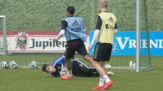 Mickey van het Hart saves on the Ajax training today