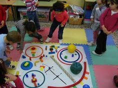Kandinsky with classroom objects! Kandinsky For Kids, Kandinsky Art, Infant Activities, Activities For Kids, Expressive Art, Mondrian, Land Art, Art School, Art Education