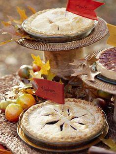 Thanksgiving Centerpiece: Edible arrangement. More Thanksgiving centerpiece ideas: http://www.midwestliving.com/homes/seasonal-decorating/holiday-ideas/easy-thanksgiving-centerpieces/