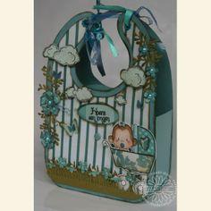 Draaikaart Cadeaudoosje Baby slab. Een cadeaudoosje in de vorm van een Baby Slab met nog een extra verassing: een draaikaart! Stempel of schrijf je eigen teksten op de draaicirkel en je hebt een uniek cadeau! Ook leuk voor Baby's eerste Kerst, zoals Anita heeft gemaakt.