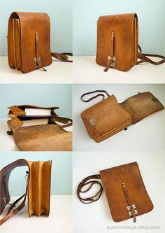 Vintage Leather Messenger Bag Brown Distressed door EuroVintage