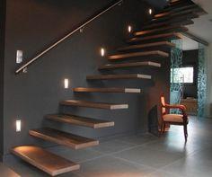 Escaliers avec marches aeriennes moderne