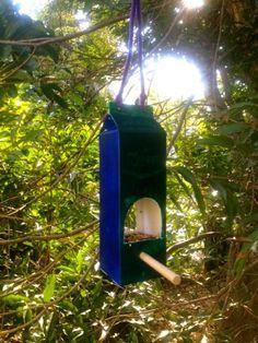 Alimentador de la leche del cartón - 23 Birdfeeders bricolaje que llenará su jardín con los pájaros
