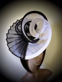Custom black and white sinamay hat with large flowing brim and pleated detail. Sinamay Hats, Millinery Hats, Fascinator Hats, Fascinators, Headpieces, Ascot Hats, Crazy Hats, Mode Blog, Church Hats