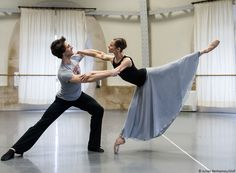Paris Opera Ballet dancers Laëtitia Pujol and Mathieu Ganio in rehearsal (photo by Julien Benhamou)