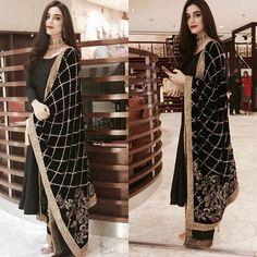 Maya ali spotted wearing this gorgeous black velvet shawl by @mohsin.naveed.ranjha Jewellery by @samreenvance last night. 😍😍 #MohsinNaveedRanjha #MayaAli @mayaaliofficial