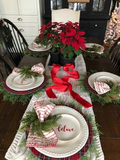 Dinner Table Setting Holiday Source by clothes ideas christmas Christmas Dining Table, Christmas Tabletop, Christmas Table Settings, Christmas Tea, Christmas Table Decorations, Holiday Tables, Decoration Table, Rustic Christmas, Christmas Tablescapes