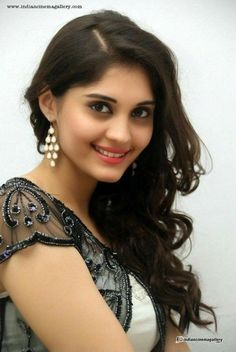 Beauty Full Girl, Cute Beauty, Indian Hairstyles, Celebrity Hairstyles, Surabhi Actress, Most Beautiful Bollywood Actress, Beautiful Girl Indian, Beautiful Saree, Beautiful Girl Wallpaper