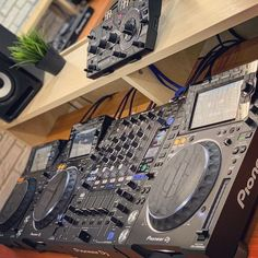 The best DJ equipment for beginners is now more affordable than ever. What tools do you need, which is the basic DJ setup and which one is the cheapest? Turntable Cd Player, Dj Speakers, Digital Dj, Dj Headphones, Dj Setup, Professional Dj, Pioneer Dj, Dj Booth, Dj Equipment